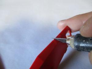 デザインナイフでのカンナ掛けをしている画像1