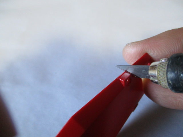 デザインナイフでのカンナ掛けをしている画像2