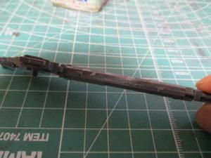 流し込み接着剤を塗った後のパーツ裏側画像