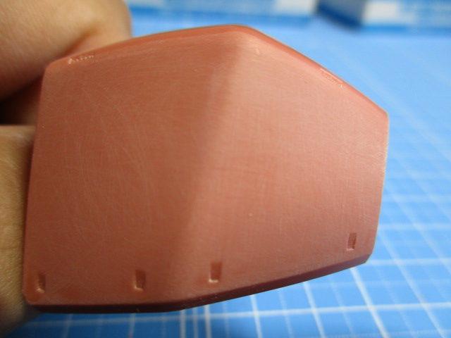800番のヤスリで磨いたMG1/100ゲルググVer2.0の肩のパーツ画像