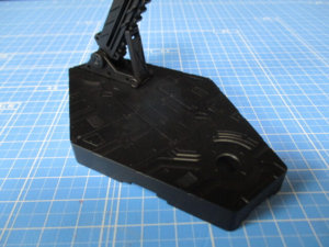 1/144バンダイアクションベースを黒サフで吹いた画像