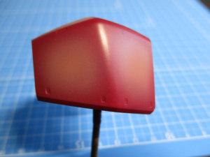 ゲルググの肩パーツにシャアピンクをエアブラシでグラデーション塗装している画像2