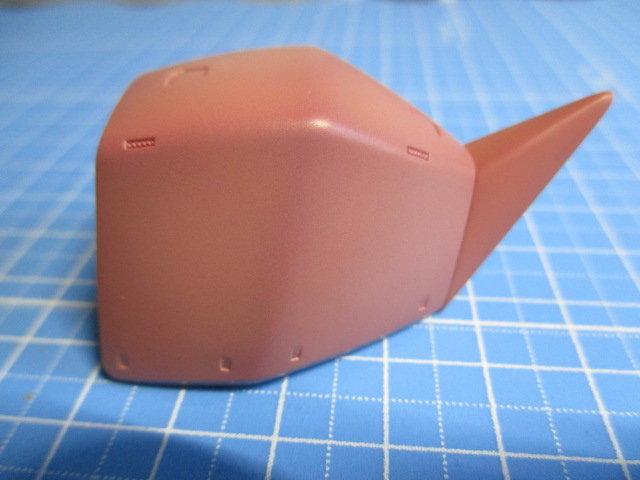 ゲルググの肩パーツにシャアピンクをエアブラシでグラデーション塗装している画像4
