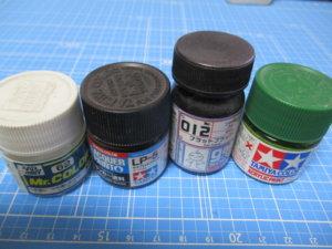 通称ラッカー系塗料(アクリル)左からクレオス、タミヤ(ラッカー)、ガイアカラー、タミヤ(アクリル)