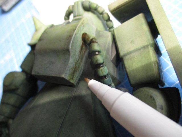 マキシマムザクをリアルタッチマーカーぼかしペンで調整している画像