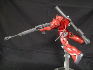 1/144HGザクⅡ赤い彗星Verアンチシップライフルを構えているザク1