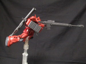 1/144HGザクⅡ赤い彗星Verアンチシップライフルを構えているザク3