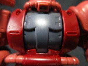1/144HGザクⅡ赤い彗星Ver胸のパーツの曲がり具合比較画像1