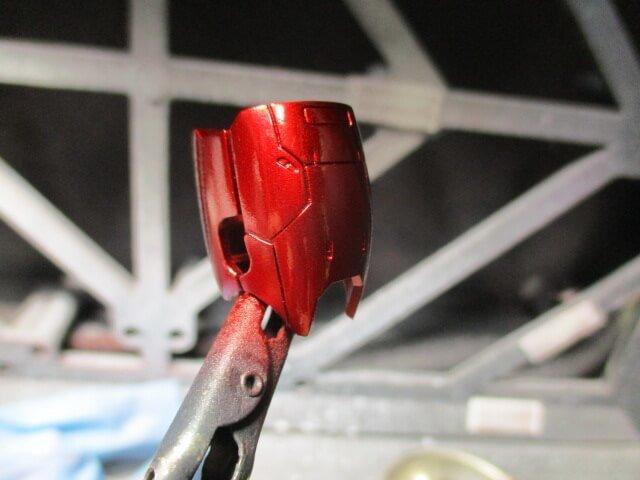 1/144シャアザクのももパーツをクリアーレッドで2回目の塗装