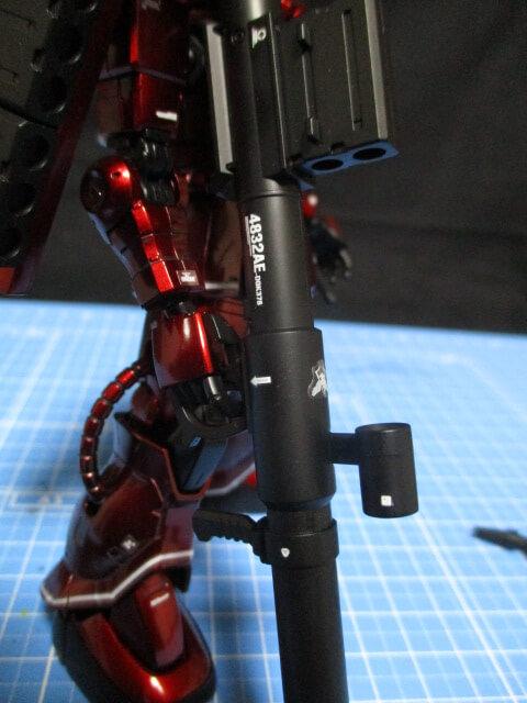 水転写デカールを貼ったオリジン版シャアザクの武器2