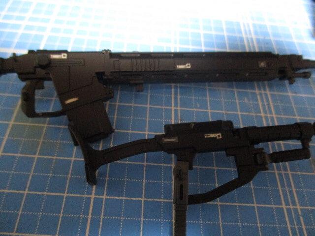 水転写デカールを貼ったオリジン版シャアザクの武器1