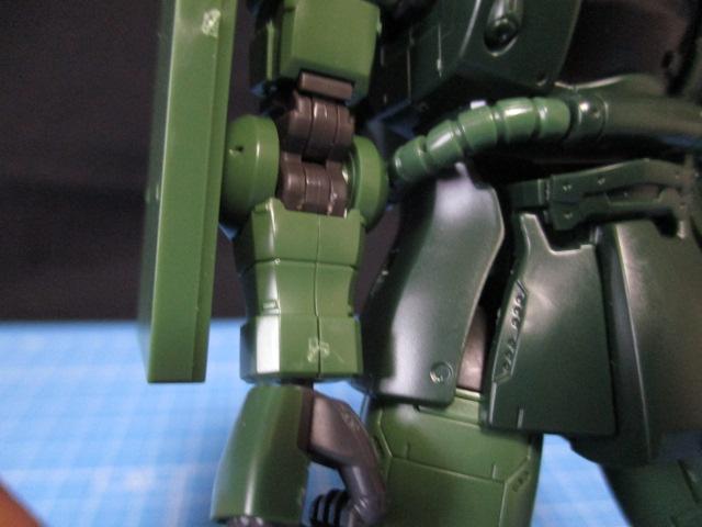HGザクⅡタイプC-6/R6の上腕とシールドの目立つ合わせ目